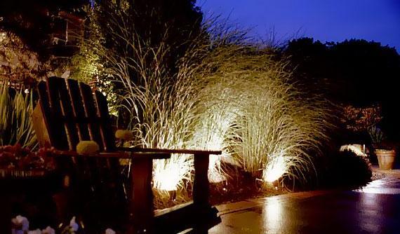 Oświetlenie w ogrodzie tworzy niepowtarzalny nastrój
