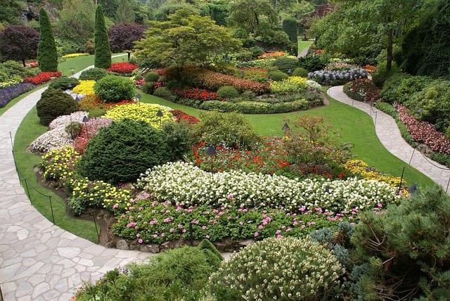 Ładne ścieżki ogrodowe mogą podkreślić charakter miejsca